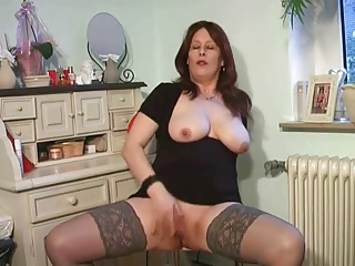 breasty mother i plays in lace top nylons