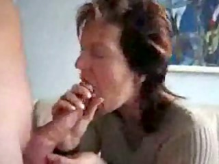 older mommy sucking & swallowing semen