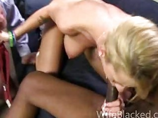 cuckold wife prefers dark dick during the time